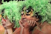 Hra PUKO-VINY, která vznikla na motivy hry W. Shakespeara Sen noci svatojánské v překladu A.Bejblíka. Divadelní soubor Vojan Desná – Mladá haluz.