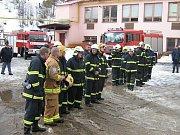 Sbor dobrovolných hasičů Janov nad Nisou. Slavnostní nástup.