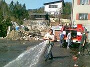 Sbor dobrovolných hasičů Janov nad Nisou. Čištění ulic.