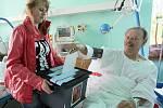 Do volební místnosti jablonecké nemocnice si odvolit došlo pět pacientů. Ostatní, například nemocné ležící na oddělení JIP obešla volební komise s mobilní urnou.
