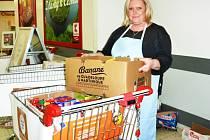 Sobotní akce Potraviny pomáhají v jabloneckém Kauflandu. Lidé v charitativní potravinové sbírce přispěli 750 kilogramy.