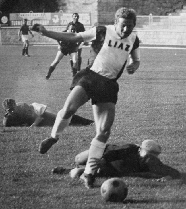 Zápasová momentka Petra Majera v dresu LIAZu Jablonec z roku 1966.