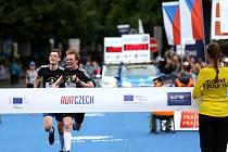 Družstvo složené ze studentů Gymnázia Jablonec nad Nisou se sportovním zaměřením zvítězilo na Juniorském maratonu v Praze.