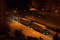 Sněžení komplikuje dopravu v Libereckém kraji. Jako již tradičně v Jablonci zase blokují cestu kamiony od odbočky na Proseč po kruháč u plynárny a dále v ulici Liberecká směrem k ulici na Vršku.