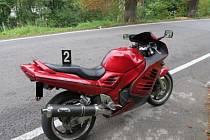 Motocykl po nehodě. Viděl jste ji někdo?