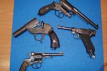 Některé z odevzdaných zbraní