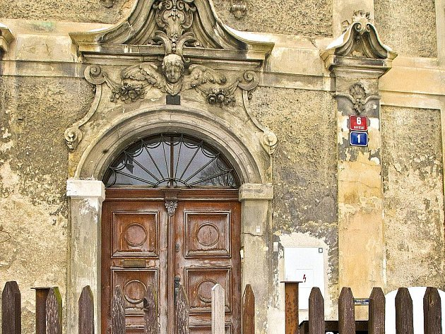 Bývalá fara naproti kostelu sv. Anny v Jablonci n. N.