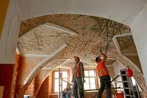 Na bývalé faře u kostela sv. Anny, patřící městu, začaly rekonstrukční práce. Dům je nejstarším zděným domem v Jablonci nad Nisou.