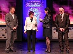 Vyhlášení ankety Nejúspěšnější sportovec roku 2013. Nebylo překvapením, že nejlepší sportovkyní se stala biatlonistka Gabriela Soukalová, cenu za ní převzala maminka.