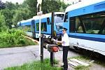 """Poslední možnost vidět v Jablonci mechanické závory u vlakové trati mají lidé na paseckém nádraží. Chystá se zde modernizace, kdy """"klasika"""" bude vyměněna za nové, plně automatické závory, které nebudou potřebovat lidskou obsluhu. Celá akce začne 5. srpna"""