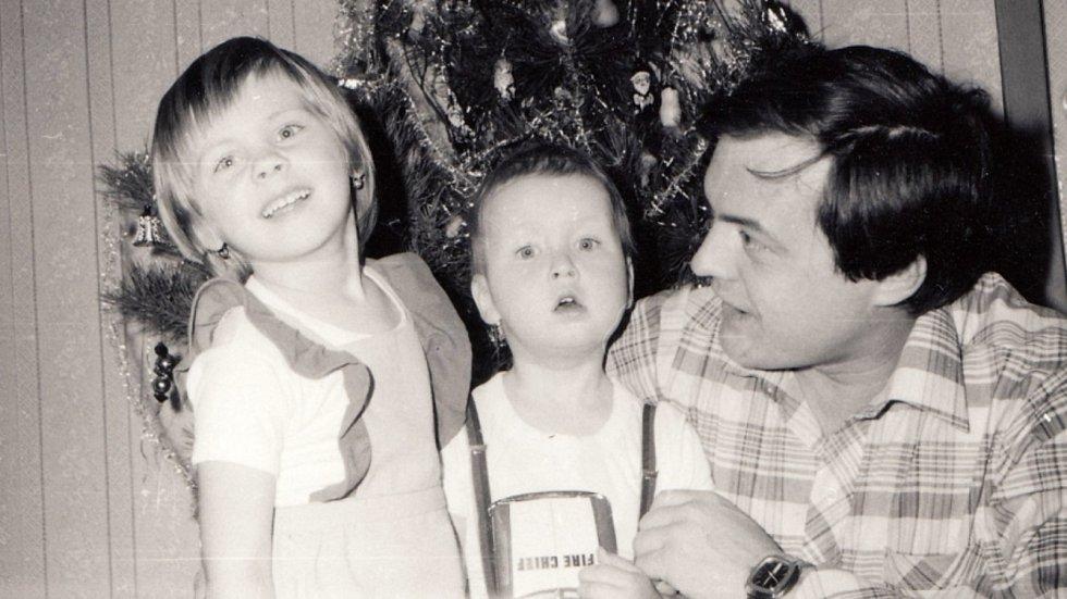 René Matoušek se svými dětmi na konci 70. let 20. století.
