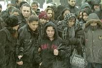 Momentka z filmu. Pohřeb