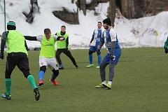 Fotbalisté Spartak Smržovky ladí formu na jaro dvakrát týdně na tréninku, ladí kondičku ve sportovní hale a hrají přípravné zápasy.