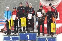 Na prvním místě v závodě štafet stanulo trio Skuhrova nad Bělou. Druhý skončil Liberecký kraj, jenž jel ve složení Jiří Řešátko (červená bunda), Michal Bartůněk (na snímku chybí) a Tomáš Štrégl (modrá bunda). Třetí místo obsadila štafeta Olomouckého kraje