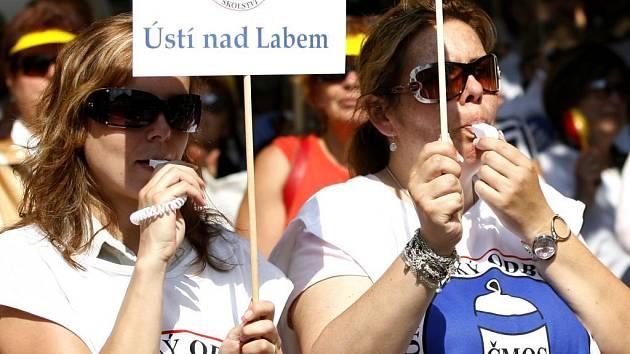 nedávno proběhla i stávka učitelů kvůli zvýšení platů.