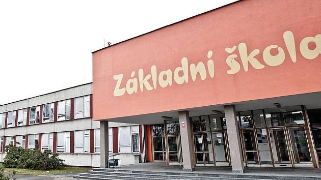 Zaměstnanci ZŠ Liberecká také stávkovali.
