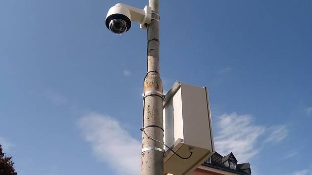 Jablonečtí strážníci zkoušejí nové mobilní kamery.