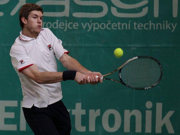 Turnaj MND Tour 2012 vstoupil do hlavní soutěže. Na snímku Neil Pauffley z Velké Británie.