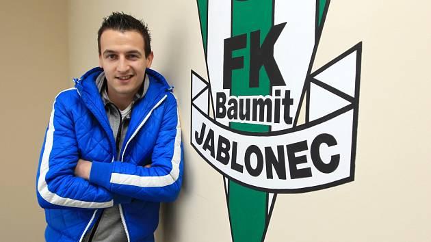 Mladý srbský fotbalista Vukadin Vukadinovič se vrátil do šatny prvoligového A-týmu Jablonce.