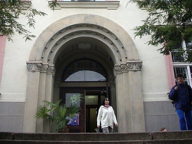 Střední uměleckoprůmyslová škola sklářská v Železném Brodě.