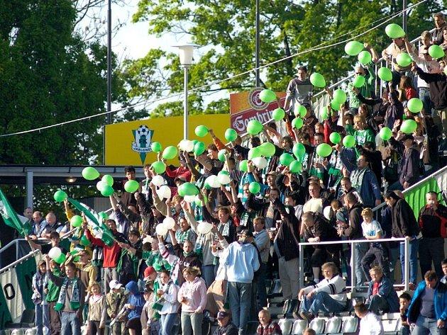 """Jablonečtí fanoušci již v semifinálovém utkání Poháru ČMFS skvěle podporovali zelenobílé hráče a dohnali je k postupu do finále, ve kterém dnes """"svému"""" celku opět pomohou svými hlasivkami."""