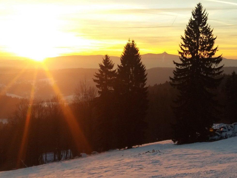 Zahájení lyžařské sezony v Jizerských horách. Severák.