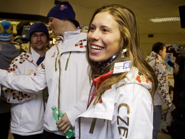 Ilustrační snímek. Eva Samková se slavnostního otevření snowboardové a skicrosové trati pod můstky v Harrachově zúčastnila bez svého oblíbeného knírku. Úsměv ovšem nechyběl.
