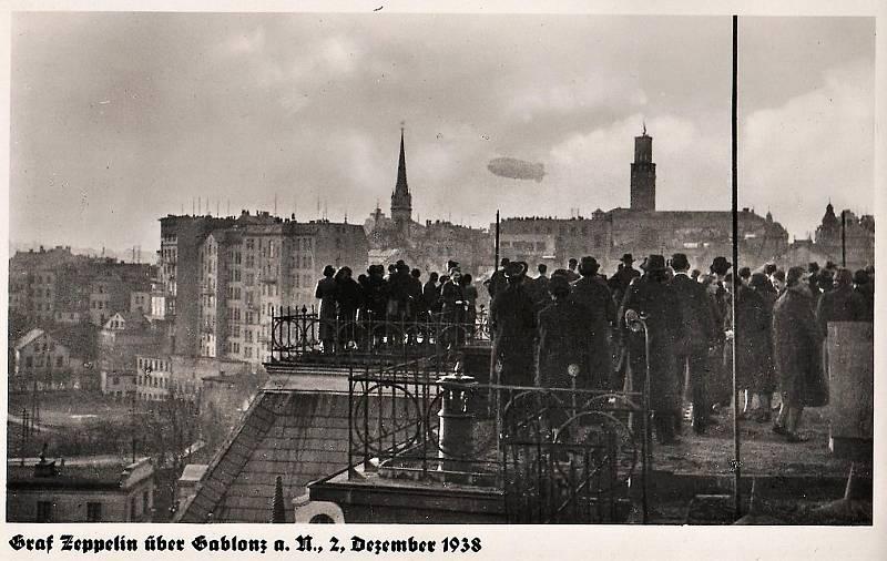 Vzducholoď nad Jabloncem v roce 1938.