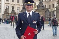 Petr Bartoň  V letošním roce si převzal i on ocenění nejvyšší. Za 160 odběrů krve, které dovršil v loňském roce, si převzal ocenění na Pražském hradě.