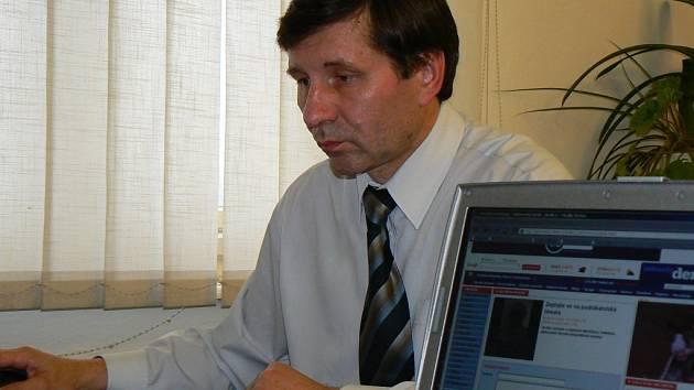 Oskar Mužíček, ředitel jablonecké Okresní hospodářské komory odpovádá na dotazy čtenářů jabloneckého Deníku.