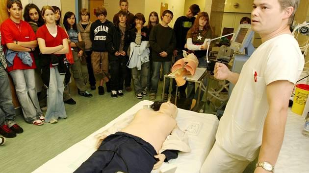 Žáci základních škol v Jablonci nad Nisou navštívili pracoviště ARO jablonecké nemocnice