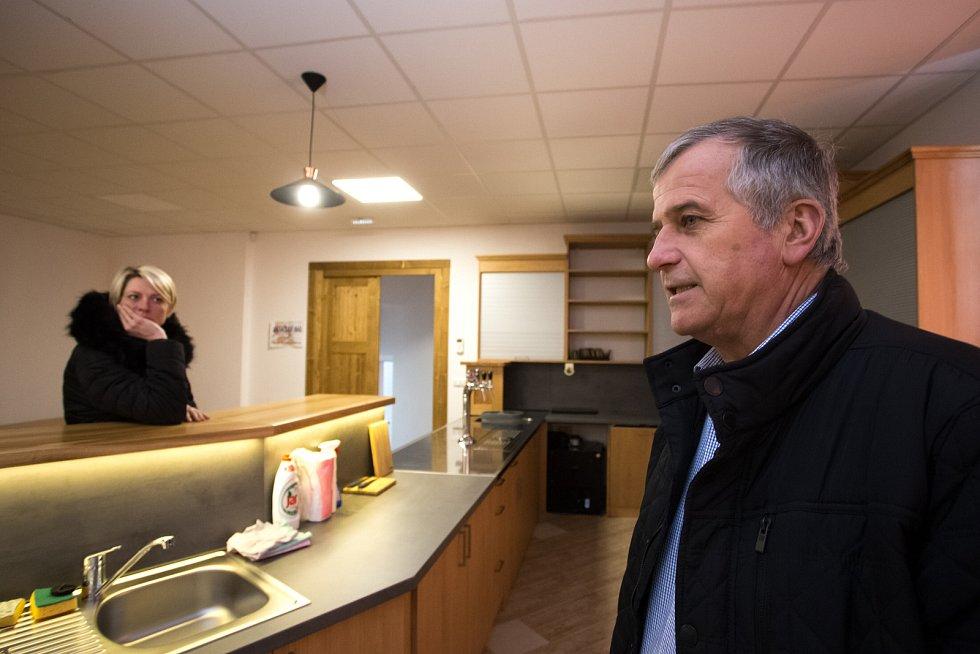 V Plavech převzala v roce 2017 zdejší sokolovnu obec a zainvestovala do ní cirka pět milionů korun. Vnitřek je doslova úchvatný. Další milion korun chce obec proinvestovat letos.