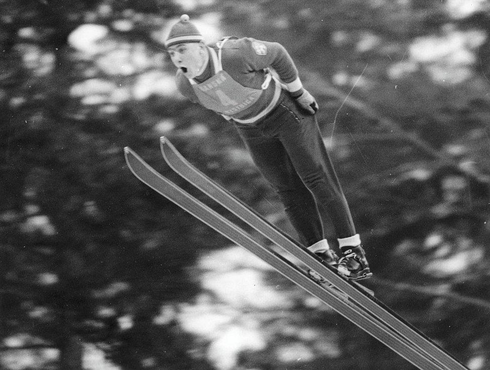 Historické fotografie Harrachova. Na snímku skokan na lyžích Dalibor Motejlek.