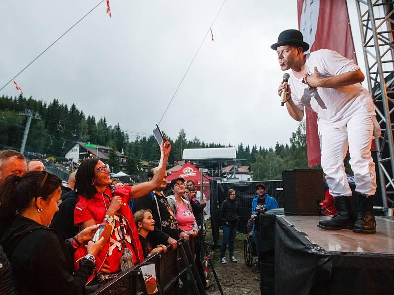 Festival Keltská Noc! 2019 pod skokanskými můstky v Harrachově. Koncert kapely Monkey Business. Na snímku Matěj Ruppert