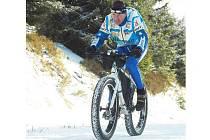 Jablonecký ultramaratonský cyklista Jan Kopka pojede Jizerskou 50 na svém kole.