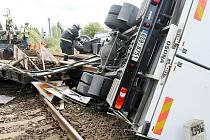 S pracovním vlakem se střetla v pátek skříňová Avie na železničním přejezdu u Slévárny v Liberci Ostašově.