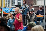 Slavnosti Černé studnice se uskutečnily 30. června přímo u rozhledny Černá studnice ve Smržovce na Jablonecku. Pro návštěvníky byly připraveny stánky s občerstvení a hudební program. Na snímku je vystoupení kapely Volupsije.