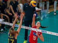 Kvalifikační utkání o postup na volejbalové mistrovství Evropy 2019 žen mezi reprezentačním výběrem České republiky a Švédska se odehrálo 15. srpna v Jablonci nad Nisou. Na snímku vpravo je Veronika Strušková.