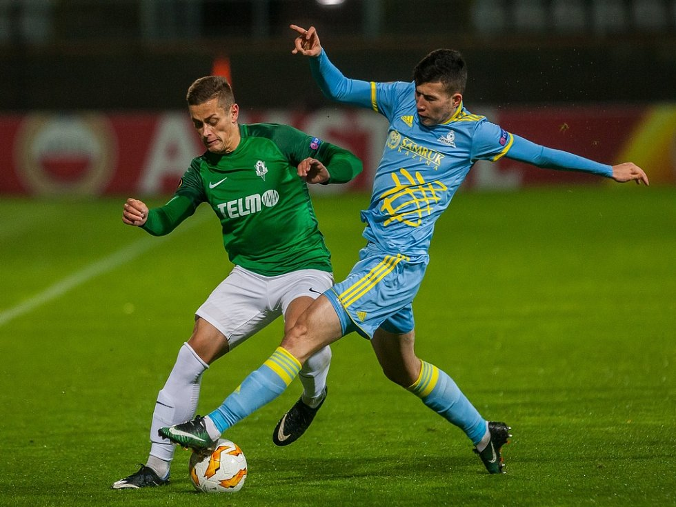 Zápas skupiny K Evropské ligy mezi týmy FK Jablonec a FC Astana se odehrál 25. října na stadionu Střelnice v Jablonci nad Nisou. Na snímku vlevo je Tomáš Holeš.