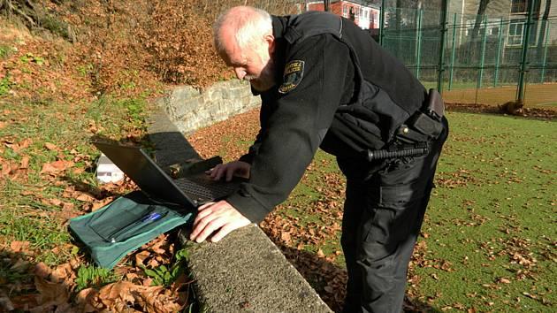 Desenští strážníci mají s fotopastmi již zkušenosti.