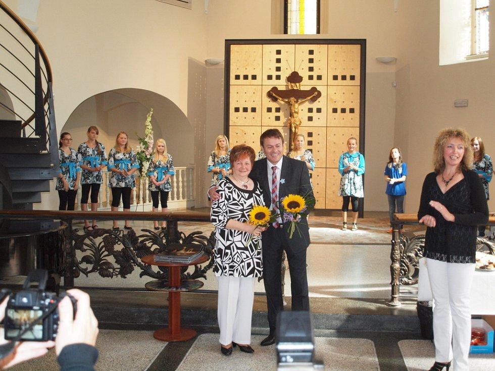 Již tradičně mají návštěvníci možnost prohlédnout si v kostele sv. Anny obrazy jablonecké malířky Marie Anny Hybnerové. Tentokrát jsou to olejomalby s názvem Hledání Mony Lisy.