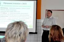 Primátor Petr Beitl vysvětluje investice města Jablonec