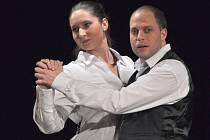 DS J. K. Tyl z Josefova Dolu odehrál na úvod přehlídky inscenaci Féliciena Marceau Vajíčko.