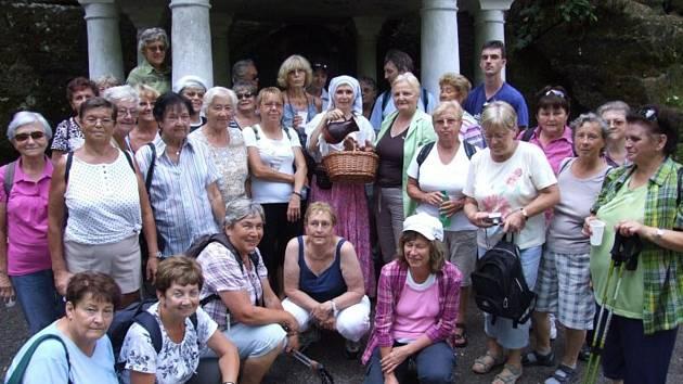 Škrpálníci se svatou Zdislavou u Zdislaviny studánky