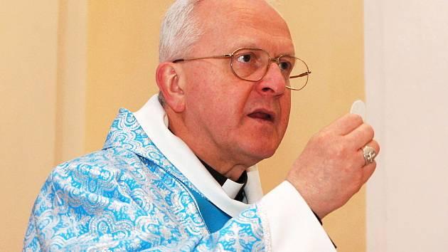 Litoměřický biskup Jan Baxant slouží mši svatou.