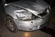 Řidič Octavie narazil do svodidel.