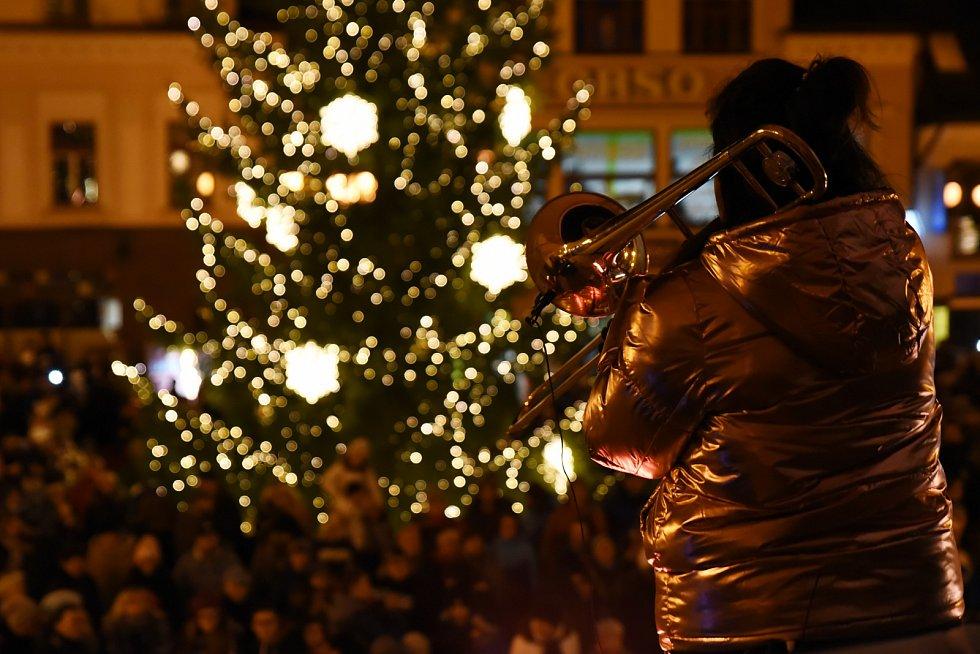 Slavnostní rozsvícení vánočního stromu na náměstí Míru v Jablonci nad Nisou