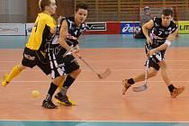 V Liberecké hale Dukla se v neděli utkaly tými domácích florbalistů se soupeřem s se jmenem future.Na snímku střílí domácí uglanov.
