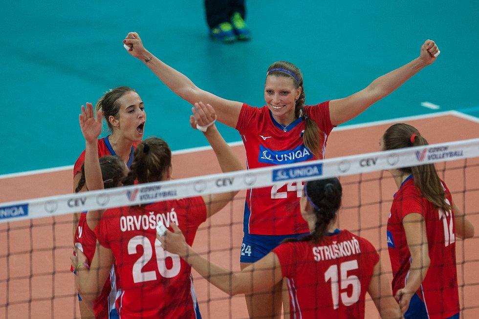 Kvalifikační utkání o postup na volejbalové mistrovství Evropy 2019 žen mezi reprezentačním výběrem České republiky a Švédska se odehrálo 15. srpna v Jablonci nad Nisou. Na snímku nahoře vpravo je Kateřina Holásková.
