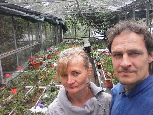 Jiří Mark se svojí ženou Šárkou vZahradnictví uVavřichů na Frýdštejně.